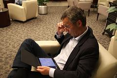 Bilde av statsministeren med iPad
